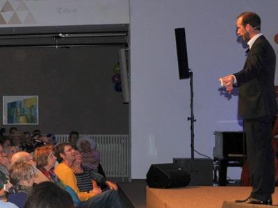 Magier buchen. Andreas Maier: Zauberkünstler, Mentalist, Illusionist, Entertainer aus Wolfratshausen bei München. Firmenfeier, Hochzeit, Geburtstag, Firmenfeier, Weihnachtsfeier